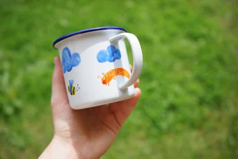Ręcznie malowany kubek z chmurkami